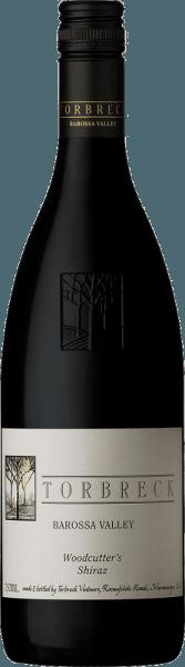 De Woodcutter's Shiraz van Torbreck Vintners verschijnt in het glas in een dieprode kleur en ontvouwt zijn verleidelijke bouquet met de aroma's van gekonfijte kersen en bosbessen, die vergezeld gaan van cacao en pure chocolade. Deze Australische rode wijn is weelderig in de mond met een heerlijke frisheid en evenwicht. Deze Shiraz is een genot om jong te drinken, maar heeft ook een enorm rijpingspotentieel. Weer een fantastische wijn van Torbreck Vintners. Vinificatie van de Torbreck houthakkers Shiraz De wijnstokken voor deze wijn zijn met de hand geplukt, 6-7 dagen gefermenteerd en daarna is de wijn 12 maanden gerijpt in barriques van Frans eikenhout. The Woodcutter's Shiraz wordt gebotteld zonder filtratie of fining. Aanbevolen voedsel voor de Torbreck Vintners Woodcutter's Shiraz Geniet van deze droge rode wijn bij gegrilde gerechten, gestoofd of kort gebraden donker vlees (lam, rund, wild), champignons of pittige kazen. Prijzen voor de Woodcutter's Shiraz van Torbreck James Suckling: 95 punten voor 2015 en 2016 Robert M. Parker: 91 punten voor 2015 en 2016 Wine Spectator: 91 punten voor 2014 en 2015 Wine Spectator: 90 punten voor 2013 en 2016