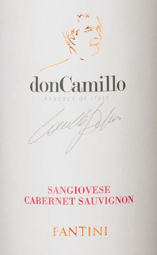 DeDon Camillo Sangiovese van Farnese Vini in de Italiaanse wijnstreek IGT Terre di Chieti in Abruzzo is een volle, elegante en ongecompliceerde cuvée van rode wijn. In het glas straalt deze wijn een rijk robijnrood met een kersenrode tint. De neus wordt betoverd door een fruitig bouquet met aroma's van vers gekookte jam, sappige kersen en kruidige tonen van zoethout, vanille en de fijnste nuances van bloemen. In de mond heeft deze Italiaanse rode wijn een volle body die heerlijk omhuld wordt door de goede tanninestructuur. De afdronk heeft een goede lengte en een kruidige toets. Vinificatie van de Farnese Vini Don Camillo Deze cuvée is gevinifieerd met 90% Sangiovese en 10% Cabernet Sauvignon als een moderne interpretatie van een Super Tuscan. Na de oogst vond de maceratie en gisting plaats over een periode van 20 dagen. De malolactische gisting werd uitgevoerd in Franse eiken vaten, waarin deze rode wijn 6 maanden heeft gerijpt. Aanbevolen eten voor de Farnese Vini Don Camillo Geniet van deze droge rode wijn uit Italië bij salami, stevige voorgerechten of vlees en kaas.
