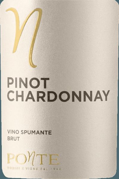 De Pinot Chardonnay Brut van Ponte Viticoltori komt met een heldergele en groenige reflecties in het glas. Het bouquet is bloemig met delicate, fruitige aroma's die doen denken aan citroenschil, sinaasappelbloesem en een vleugje jeneverbesbloesem. Het gehemelte van de Ponte Pinot Chardonnay is fris en krachtig. De afdronk van deze Spumante uit Noord-Italië is zeer levendig en wordt bepaald door een lange nagalm. Vinificatie van de Ponte Pinot Chardonnay Deze Spumante van Ponte zou gevinifieerd worden met 40% Chardonnay en 60% Pinot Bianco, d.w.z. Pinot Blanc. De basiswijnen worden in de optimale verhouding op elkaar afgestemd en de spumante wordt geproduceerd volgens de Charmat-methode. Spijsadvies voor de Pinot Chardonnay Brut van Ponte Viticoltori Deze Pinot Chardonnay Brut van Ponte uit Veneto is uitstekend als aperitief en bij lichte gerechten met wit vlees.