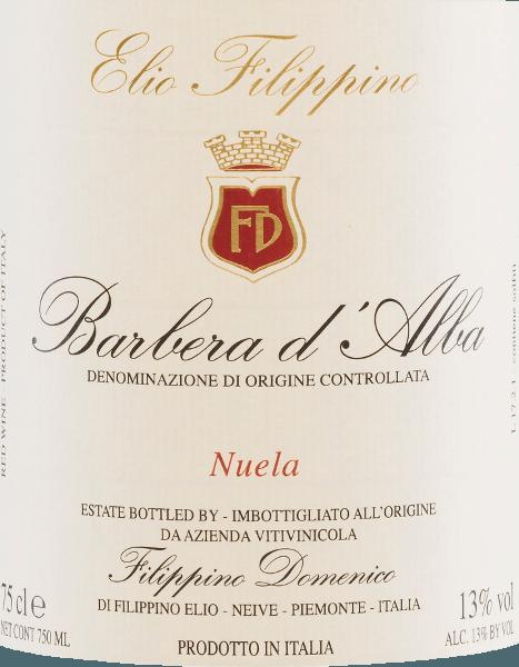 De dieprode kleur van de Barbera d'Alba Nuela van Elio Filippino lijkt op die van een stralende robijn. In de neus speelt een expressief bouquet van rijp fruit (zure kersen, pruimen), aangevuld met licht kruidige tonen. Op het volle en evenwichtige gehemelte overtuigt deze Italiaanse rode wijn met verfrissende zuren, rijp fruit en goed geïntegreerde tannines. Een lange afdronk met hints van vanille rondt de persoonlijkheid perfect af. Spijsaanbeveling voor deFilippino Barbera d'Alba Nuela Deze droge rode wijn uit Italië past perfect bij het beroemde Piemontese gerecht Bagna Caoda (warme saus, vergelijkbaar met een fonduesaus), vleesgerechten zoals Bollito Misto (gekookt vlees) en gerijpte kazen.