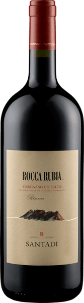 De druiven voor de krachtigeRocca Rubia Riserva Carignano del Sulcis DOC van Cantina di Santadizijn afkomstig van de wijngaarden nabij de mediterrane kust van de Sulcis regio in het zuidwesten van Sardinië. Deze topwijn maakt indruk in het glas met zijn intense, bijna ondoorzichtige robijnrode kleur. In de neus ontvouwt de Rocca Rubia intense aroma's van lokale mirte, bosbes, braambes, leer, vanille en zoethout. De volle Rocca Rubia van Santadi is fluweelzacht en vol in de mond met lang aanhoudende aroma'sen een geweldige structuur. Teelt en vinificatie van deRocca Rubia Riserva Carignano del Sulcis DOC vanCantina di Santadi Deze wijn is gemaakt van 100% Carignano. De wijnstokken worden in de streek Sulcis in het zuidwesten van Sardinië als kleine boompjes geteeld in de oude stijl van de Latijnse wijnstok. De druiven voor deze krachtige wijn, rijk aan tannines, gedijen goed op de zanderige, lemige, arme bodems. Na de oogst en het losmaken van de stengels blijven de druiven ongeveer 14 dagen in stalen tanks bij een gecontroleerde temperatuur. Ondertussen wordt de most herhaaldelijk omgeroerd, zodat de edele tannines, die bijzonder rijk zijn aan de Carignano die in kleine bomen wordt geteeld, in de most worden overgebracht. Na de gisting wordt Rocca Rubia overgebracht in nieuwe en twee jaar oude Franse barrique vaten, waar hij 10 tot 12 maanden rijpt. Een paar maanden in de fles helpen de wijn zijn rijke bouquet te ontwikkelen. Aanbevolen voedsel voor de Rocca Rubia by Santadi Serveer deze briljante rode wijn uit Sardinië bij rood vlees, wild zwijn, speenvarken en goed gerijpte Sardijnse schapenkaas. Recensies voor de Rocca Rubia van Santadi Italië's top recensent Gambero Rosso heeft deRocca Rubia Riserva Carignano del Sulcis vanCantina di Santadial meerdere malen bekroond met 2 glazen, de Wine Advocate Robert Parker gaf hem 91 punten.