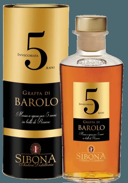 De Grappa di Barolo Riserva 5 Anni van Antica Distilleria Sibona presenteert zich intens amberkleurig in het glas. In de neus ontvouwt zich een boeket van dichte kruidige en geroosterde aroma's en nuances van eikenhout en tabak. In de mond bekoort deze grappa uit Piemonte met zijn evenwicht, complexiteit, elegantie en rijkdom. Lange en aanhoudende afdronk. Een uitstekende grappa voor speciale momenten. Productie van de Grappa di Barolo Riserva 5 Anni door Antica Distilleria Sibona Grappa di Barolo Riserva 5 Anni wordt gedistilleerd uit de Nebbiolo draf die afkomstig is van de vinificatie van Barolo wijn in het traditionele DOCG gebied rond Barolo. De daaruit gedistilleerde grappa rijpt eerst 1 jaar in roestvrijstalen vaten, daarna nog eens 5 jaar in eikenhouten vaten en barriques. Door deze lange rijpingsperiode ontwikkelt de Grappa di Barolo Riserva zijn complexe smaak en de unieke aroma's vol elegantie. De Grappa wordt geleverd in een aantrekkelijke geschenkverpakking.