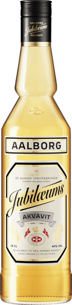 """De Aalborg Jubiläums Akvavit verschijnt in het glas in een helder goudgeel en presenteert zijn intense aroma's van dillezaad, koriander en een vleugje eikenhout. In de mond is deze Deense aquavit zeer mild met de dominante smaken van dille en koriander. Productie van het Aalborg Jubiläums Akvavit Jubiläums Akvavit wordt gemaakt van extra fijn gefilterde alcohol en een mengsel van kruiden, specerijen en zaden in de destilleerketel. Alleen de zogenaamde middenloop van het aquavitdistillaat voldoet aan de eisen en wordt verder verwerkt. De Jubiläums Akvavit krijgt zijn goudgele kleur en de speciale smaak door de toevoeging van verschillende kruidenmaceraten en door de verfijning in vaten van Amerikaans wit eiken. Serveeradvies voor de Aalborg Jubiläums Akvavit Geniet van deze aquavit op kamertemperatuur of goed gekoeld. Geniet ervan puur, in combinatie met een biertje als """"Viking place setting"""" of ook in cocktails en longdrinks."""