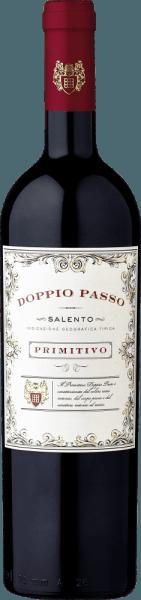 De Doppio Passo Primitivo in de 1,5l magnum van Carlo Botteris een volle variëteit Primitivo en een echte Zuid-Italiaanse specialiteit.De Doppio Passo maakt indruk met een dicht boeket van zwarte bessen en uitnodigende cacaotonen. Ondanks de zachte tannines, toont hij zich met een grijpgrage structuur en diepte. De geconcentreerde aroma's en de fijne fruitzoetheid zijn ook in de mond terug te vinden. Gewoon een briljante Primitivo voor een uitstekende prijs/genot verhouding! Leer meer over de Doppio Passo Salento Rosso in de expertise van de normale fles. Aanbevolen voedsel voor deDoppio Passo Primitivo Wij bevelen de Doppio Passo Primitivo in de magnumfles aan voor grote feesten, waarbij de tafel goed moet worden ingeschonken. Hij smaakt het best bij donker vlees en gegrilde gerechten.