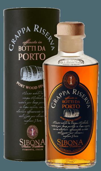 De Grappa Riserva Botti da Porto van Antica Distilleria Sibona presenteert zich in het glas met een intens glanzende amberkleur. In de neus verrast deze buitengewone Grappa met delicate, kruidig-zachte geuren, in de mond is de smaak elegant, uniek, fruitig en vol, in de lange afdronk klinken zeer duidelijke portwijntonen door van de rijping in vintage portwijnvaten. Productie van de Grappa RIserva Botti da Porto door Antica Distilleria Sibona De basis voor deze bijzondere Grappa is een Grappa Riserva di Nebbiolo, die eerst een paar jaar in klassieke eikenhouten vaten is gerijpt en daarna nog eens 24 maanden in houten vaten uit Portugal, waarin eerder vintage portwijn van een gerenommeerd Portugees wijnhuis heeft gerijpt De Antica Distilleria Sibona heeft de methode van rijping in portwijnvaten, die reeds met zeer goede resultaten voor whisky wordt toegepast, voor het eerst ook voor de rijping van Grappa Riserva's gebruikt. Het resultaat was uitstekend wat kwaliteit en smaak betreft, en werd met steeds meer succes en erkenning bekroond. Awards International Spirits Competition - Goud en ZilverInternational Wine & Spiriti Competition - ZilverConcours Mondial Bruxelles - ZilverPremio Alambicco - Goud De grappa wordt geleverd in een aantrekkelijke geschenkverpakking.