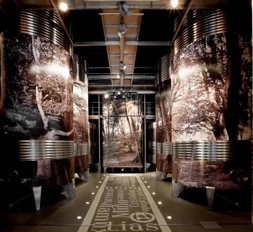 Modern technology in the Lagar de Cervera wine cellar