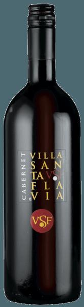 De Cabernet Villa Santa Flavia van Sacchetto presenteert zich in een robijnrode jurk. De neus onthult fijne kersenaroma's gepaard met fijne kruidige tonen. In de mond komt de volle smaak naar voren en op de afdronk gaat hij over in een fijne kersentoon. De Cabernet Sauvignon druiven worden zorgvuldig geselecteerd en voorzichtig verwerkt om de typische kenmerken van de druivensoort te behouden. Een charmant en harmonieus rood!