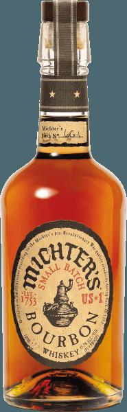 De Michter's US*1 Bourbon Whiskey is een echt juweeltje uit de Amerikaanse whiskey-kernregio Kentucky. Deze top bourbon gedistilleerd in kleine distilleerketels heeft een stralende karameltint in het glas en verspreidt heerlijke tonen van karamel en butterscotch, aangevuld met gedroogd fruit zoals abrikoos en nuances van vanille en fijn wit eikenhout. In de mond betovert de Michter's US*1 Bourbon Whiskey small batch met een ongelooflijke zachtheid, een grote rijkdom en een aanzienlijke complexiteit. De afdronk van deze bourbon is evenwichtig met eikenhouten smaken en nuances van rozijnen en pruimen. Serveersuggesties voor Michter's US*1 Bourbon Whiskey Geniet van deze grandioze bourbon het beste puur en zonder ijs in een nosing glas als digestief, met geroosterde noten, zoute crackers en chocolade.