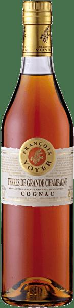 De Terres de Grande Champagne Cognac van Francois Voyer presenteert zich in een goud tot koperkleurige kleur in het glas. Het bouquet ontvouwt zich met de bloemige hints van viooltjes en limoen, die karakteristiek zijn voor de Grand Champagne Cru. De smaak van deze cognac wordt gekenmerkt door subtiele houttoetsen, die lang aanhouden en aangenaam zijn. Serveersuggesties voor de Terres de Grande Champagne Cognac van Francois Voyer Geniet van deze Cognac als aperitief, digestief of in cocktails. Tip: Cognac Sour 4 cl Terres de Grande Champagne Cognac 1 cl suikersiroop 1 cl citroensap 1 schijfje citroen Ijsblokje