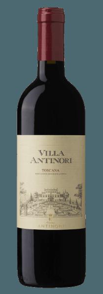 De Villa Antinori Rosso Toscana IGT van Marchesi Antinori schittert intens robijnrood in het glas. In de neus ontvouwt zich een complex bouquet met duidelijke, aantrekkelijke aroma's van rood fruit, rijpe pruimen, sappige kersen en bessen, omlijst door kruidige tonen, vanille, pepermunt en hints van buxus. Zachte, fluweelzachte tannines, harmonieuze textuur verrukken het gehemelte en eindigen in een lange, hartige afdronk. Vinificatie van de Villa Antinori Rosso Toscana van Marchesi Antinori Voor deze Rosso Toscana IGT worden Toscaanse en internationale druivensoorten gevinifieerd: Sangiovese, Merlot, Petit Verdot, Cabernet Sauvignon en Syrah. De druiven worden afzonderlijk geoogst naar gelang van hun rijpheid, waarbij de Petit Verdot en de Sangiovese als laatste worden geoogst. Na de ontsteeling en de zachte persing volgen de alcoholische gisting en de maceratie van de druiven bij gecontroleerde temperatuur om de extractie van de kleurstoffen, de zachte tannines in Cabernet, Sangiovese en Petit Verdot, en de aroma's in Syrah en Merlot te bevorderen. Na de malolactische gisting in oktober en november wordt de wijn overgebracht naar barriques van Frans, Amerikaans en Hongaars eikenhout en daar ongeveer een jaar gerijpt. De cuvée rust vervolgens ongeveer een half jaar in de flessen voordat de wijn in de handel wordt gebracht. Marchese Niccolò Antinori, Piero Antinori's vader, produceerde voor het eerst de rode Villa Antinori in 1928. Piero Antinori ontwikkelde de Villa Antinori verder in 2001 toen het Toscana IGT werd, gemaakt van de beste druivenselecties uitsluitend van de Toscaanse landgoederen die hij bezat. Als een historische Marchesi Antinori wijn, is het ontwerp van het etiket ongewijzigd gebleven sinds 1928; het is slechts licht gewijzigd in de loop der tijd. Aanbevolen voedsel voor de Villa Antinori Rosso Toscana IGT van Marchesi Antinori Geniet van deze aangename Toscaanse rode wijn bij pasta met tomatensaus, champignons, vleeswaren, gegrild rood vlees, in 