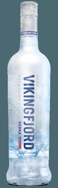 De Vikingfjord Vodka is ingetogen en zacht in de neus, met subtiele tonen van graan en citrus. In de mond is deze Noorse wodka mild, met een korte, warme afdronk. Productie van Vikingfjord Wodka Aardappelen vormen de basis voor Vikingfjord Vodka. De ruwe alcohol wordt zes keer gedistilleerd om een zeer zuivere alcohol van 96% te verkrijgen. Alleen water van de Jostedal gletsjer wordt gebruikt om de alcohol te herleiden tot drinkbare sterkte. Dit water is bijzonder zacht, omdat het door vele lagen grond naar de bron sijpelt, waardoor het van nature zuiver is. Gebruiksadvies voor Vikingfjord Wodka Geniet van deze wodka puur, op kamertemperatuur of op ijs, of in longdrinks.