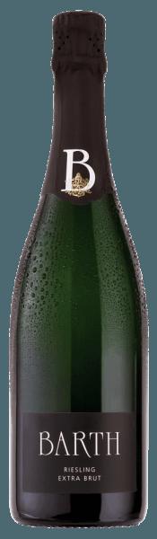 De Barth Riesling extra brut psr van het wijn- en mousserende wijngoed Barth onthult zich in een witte tint in het glas en ontvouwt de heerlijk frisse aroma's van citrus en abrikozen, die vergezeld gaan van een fijne kruidigheid. In de mond is deze mousserende wijn uit de Rheingau verrukkelijk met zijn fijne perlage en tonen van witte perzik en ananas. Deze karaktervolle Riesling overtuigt door zijn fijne structuur, de lengte en het ras en de niet aanwezige restzoetheid. Een Riesling mousserende wijn voor kenners! Vinificatie van de Barth Riesling extra brut Alleen volledig rijpe en handgeplukte Riesling druiven worden gebruikt voor deze single-varietal mousserende wijn. Deze worden voorzichtig geperst als hele druiven en vergist volgens de traditionele flessenmethode. Deze mousserende wijn rijpt 2 jaar op zijn droesem en wordt regelmatig met de hand geschud. Spijsadvies voor de Barth Riesling extra brut Geniet van deze Riesling mousserende wijn als aperitief, bij een picknick of met crostini met artisjokcrème of tapenade. Onderscheidingen voor de Barth Riesling extra brut Gault Millau 2015: 88 punten