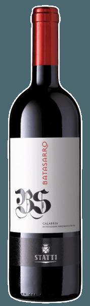 De robijnrode Batasarro IGT Calabria van Statti vertoont duidelijk de invloed van hout. Zijn buitengewone verscheidenheid aan aroma's en smaken varieert van donkere bessen tot intense specerijen, koffie, mokka en geroosterde aroma's. Een prachtige textuur met geconcentreerde, intense nuances en een elegante stijl kenmerken het mondgevoel. Geniet van deze typische rode wijn uit Calabrië bij pittige groenten, gegrild vlees en aromatische kazen.