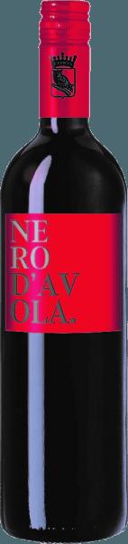 De diepe kleur van de Don Leo Nero d'Avola Sicilia IGT van Casa Vinicola Minini doet denken aan een stralende robijn. Het zachte, aangename aroma overtuigt met fruitige aroma's. Veel kersen, pruimen en bosvruchten domineren. Ook in de mond is de Don Leo Nero d'Avola uitgesproken fruitig en fluweelachtig, met een lange afdronk. Serveertips voor de Don Leo Nero d'Avola Wij bevelen deze rode wijn uit Sicilië aan bij kruidige, mediterrane gerechten en rijpe kazen.