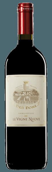 De Notturno Sangiovese Forli IGT van Drei Donà verschijnt in het glas met een helderrode tint. In de neus een potpourri van fruitigheid met lichte houttonen. In de mond is hij zeer aangenaam met een evenwichtige complexiteit en frisse zuren. De druiven van de tweede wijn van Drei Donà zijn met de hand geoogst. Daarna rijpt hij 8-9 maanden, aanvankelijk in houten vaten. Tot slot rijpt deze wijn 5 tot 7 jaar in de fles, wat hem zijn unieke structuur geeft. Een fantastisch genoegen! Prijzen voor deNotturno Sangiovese Forli IGT van Drei Donà Gambero Rosso: 2 glazen (13 x wijnjaren 2010 - 1993)AIS: 4 druiven (8 x jaargangen 2010 - 2002)I Vini di Veronelli: 92 pts. 2014 (vintages 2011)