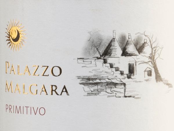 De intense, dichte rode kleur van Palazzo Malgara's Primitivo lijkt op een stralende robijn. Een hele fruitmand vol bramen, aalbessen, vlierbessen en ander donker fruit (kersen, pruimen) vult de neus. Kruidige noten van cederhout en wat kaneel, vanille en een vleugje rozemarijn ronden de aroma's op de neus af. In de mond schittert deze Italiaanse rode wijn met zijn fruitige, warme en bloemige stijl. In de mond komt een volle, sappige en fluweelzachte body naar voren. De afdronk is heerlijk aangenaam en zacht. Vinificatie van de Malgara Primitivo Na de zorgvuldige oogst worden de druiven van het wijnhuis Palazzo Malgara ontsteeld en gekneusd. De most wordt vergist in roestvrijstalen tanks en de wijn rijpt zes maanden in barrique. Aanbevolen voedsel voor de Primitivo van Palazzo Malgara Deze rode wijn uit Apulië is een uitstekende begeleider van gebraden rundvlees met beboterde wortelen en aardappelpuree en van pittige kazen.