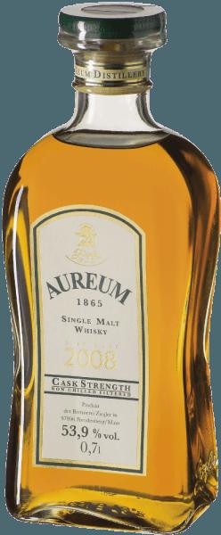 De Aureum 1865 cask strength single malt whisky van Ziegler glinstert goudbruin in het glas en straalt intense sherry tonen uit. Het bouquet wordt afgerond door florale hints en honing. Deze whisky presenteert zich in de mond rond en moutig met fijne tonen van fruit en sherry. De fruitige zoete afdronk is lang en intens. Productie van de Ziegler Aureum 1865 cask strength De zogenaamde newmake, de vers gedistilleerde whisky, werd gereduceerd tot ongeveer 63% vol. en gedurende een jaar voor de helft in kastanjehouten vaten en voor de andere helft in eikenhouten vaten van Allier gelegd. Deze single malt whisky werd vervolgens overgebracht op gebruikte bourbon vaten. De voltooiing van de rijping werd bekroond met een finish in sherryvaten. Tijdens de rijping werd het alcoholgehalte teruggebracht tot 53,9% vol. Serveersuggestie voor de Ziegler Aureum 1865 cask strength Geniet van deze Duitse whisky als digestief, bij een sigaar, espresso of chocolade.