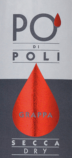 Jacopo Poli'sPo' di Poli Secca is een warme, harmonieuze grappa gedistilleerd uit de draf van de Merlot-druif. In het glas heeft deze druivendraf brandewijn een transparante, heldere kleur. De neus wordt verwend met heerlijke aroma's van verse druivenmost en bloemige hints van hyacint - onderstreept door fijne nuances van vers gemaaid gras. Met een levendige kracht en een warme body met harmonieuze volheid, neemt deze grappa vakkundig het gehemelte over. Distillatie van de Jacopo Poli Po' di Poli Secca De nog verse draf van de Merlot-druif wordt op traditionele wijze gedistilleerd in oude koperen distilleertoestellen. Na het distillatieproces heeft deze grappa nog 75 Vol%. Door toevoeging van gedistilleerd water bereikt deze druivendraf-eau-de-vie een alcoholgehalte van 40% vol. Daarna rust deze grappa in totaal 6 maanden in roestvrijstalen tanks om uiteindelijk zacht gefilterd te worden gebotteld. Serveeradvies voor dePo' di Poli Secca Jacopo Poli Grappa Serveer deze grappa op een temperatuur van 10 tot 15 graden Celsius als een mooie afsluiter van een heerlijke maaltijd.
