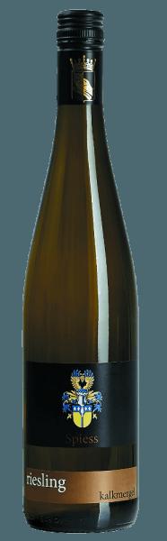 Deze compromisloze Riesling is een combinatie van lichtheid, mineraliteit en een mooie volheid. Het natuurlijke koolzuur en het fruit van de Riesling Kalkmergel van Spiessmaken er iets bijzonders van. In het glas schittert deze droge wijn met pittige zuren in een prachtig citroengeel. Over het geheel genomen een pittige, verfrissende wijn met karakteristiek perzikfruit en een duidelijke mineraliteit. Vinificatie van de Kalkmerkel Riesling van Spiess Na de gisting van drie weken rijpt de wijn op de droesem. De wijn rijpt in roestvrijstalen tanks. Spijsadvies voor de Spiess Riesling Kalkmergel Deze witte wijn uit Rheinhessen past uitstekend bij vis, vis terrines, salades, gebakken schaaldieren of gewoon solo.