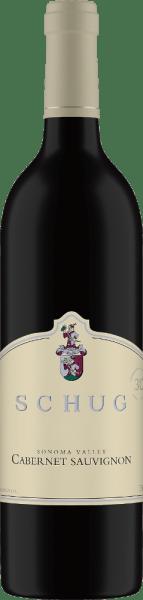 Schug Winery'sCabernet Sauvignon Sonoma Valley is een prachtige rode wijn blend vanCabernet Sauvignon (75%), Merlot (12%), Cabernet Franc (9%), Malbec (2%) en Petit Verdot(2%). In het glas schittert deze rode wijn in een krachtig robijnrood met paarse accenten. Het bouquet onthult de klassieke aroma's van rode bessen, cassis en een subtiele kruidigheid. Het gehemelte wordt bedorven door tonen van rijpe hartkersen en zwarte bessen. De rijping in houten vaten geeft deze wijn subtiele hints van kruidig eikenhout. De delicate tannines harmoniëren perfect met het weelderige fruit, de fluweelzachte textuur en de filigrane zuurgraad. De afdronk wordt gedragen door bessenaroma's. Vinificatie van de Schug Cabernet Sauvignon Sonoma Valley De druiven voor deze Californische rode wijn komen uit de groeigebiedenCarneros, Sonoma County en North Coast. Nadat de druiven zorgvuldig zijn geoogst, vindt de gisting plaats in roestvrijstalen tanks. Om deze rode wijn zijn zowel houtachtige als kruidige hints en delicate tanninestructuur te geven, wordt hij 24 maanden in Franse barriques gerijpt. Spijsadvies voor de Sonoma Valley Cabernet Sauvignon van Schug Deze droge rode wijn is een genot bij gezellige barbecues met familie en vrienden. Maar ook bij lamsvlees met rozemarijnaardappeltjes of bij ratatouille is deze wijn een waar genoegen.