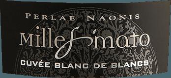 Denk geel! DeMillesimato Cuvée Blanc de Blancs Brut Yellow van Gino Brisotto schittert strogeel met groenige reflecties. In het glas vertoont de Spumante uit Friuli een fijne en consistente perlage. De cuvée van Glera en Chardonnay laat intense aroma's van groene appel en rijpe perzik in de neus opkomen. Warme amandeltonen en gisttoetsen complementeren de zeer levendige en fruitige mousserende wijn. Samen met een levendige zuurgraad, de Blanc de Blancs van Gino Brisotto. Ontwerp van de Spumante Millesimato Brut door Gino Brisotto De typisch kleurrijke mousserende wijnflessen van Gino Brisotto zijn een echte blikvanger, ongeacht de gelegenheid. Helder, kleurrijk en super lekker. De Blanc de Blancs Cuvée uit Friuli in het noord-oosten van Italië laat zijn kleuren zien. Spijsadvies voorCuvée Blanc de Blancs Brut Yellow van Gino Brisotto Perfect als aperitief. Wij bevelen de Spumante aan bij lichte risottogerechten en zeevruchten.