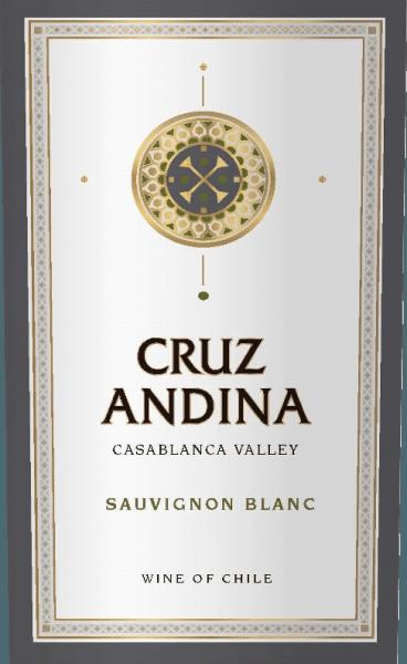 DeSauvignon Blanc van Cruz Andina is een zuivere witte wijn van de druivensoort Sauvignon Blanc. In het glas schittert een heldere citroengeel. Het bouquet wordt gedragen door intense aroma's van citroen en limoen. De indruk wordt ondersteund door fijne kruidige nuances. In de mond is deze Chileense witte wijn fris met een pikant zuurtje in de afdronk. Aanbevolen voedsel voor de Cruz Andina Sauvignon Blanc Deze witte wijn uit Chili is een genot bij alle soorten aspergegerechten, sushivariaties - van Maki tot Inside Out Maki via Nigiri - en bij verse kaas.