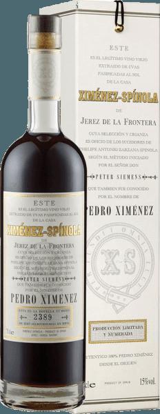 De Very Old Harvest Pedro Ximénez D.O. van Ximénez-Spinola verschijnt mahoniekleurig in het glas en onthult zijn volle aroma met tonen van dadels, vijgen en abrikoos. Deze fruitsmaken worden vergezeld door kruidige houtnuances en zoethout. Deze 100% Pedro Ximénez sherry is fluweelzacht en hemels zoet in de mond, met zachte hints van bitters op de afdronk. Dit product is een veelzijdige en edele sherry. Spijsadvies voor de Very Old Harvest Pedro Ximénez D.O. uit Ximénez-Spinola Geniet van deze sherry bij allerlei desserts.