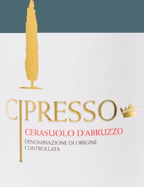 De Cerasuolo d'Abruzzo Rosé van Cipresso presenteert zich in een glinsterende, kersenrode kleur met licht violette accenten. De karakteristieke geur is fruitig en fris. Aroma's van zure kersen en florale tonen vullen de neus. Deze Italiaanse roséwijn is heerlijk fijn, harmonieus en evenwichtig in de mond. Vinificatie van de Cipresso Rosé Cerasuolo Montepulciano d'Abruzzo De geoogste druiven van de Cipresso wijngaard worden eerst gekneusd en de schillen worden enige tijd op de most gelaten. Dit bevordert het vrijkomen van aroma's en kleurstoffen in de most. De most wordt vervolgens bij een gecontroleerde temperatuur vergist in roestvrijstalen tanks, waar de wijn vervolgens enige tijd moet rijpen. Spijsadvies voor de Cerasuolo d'Abruzzo Cipresso Rosé Geniet van deze droge rosé uit Italië bij soepen, patés, pasta, vegetarische pizza en gerookte vis.