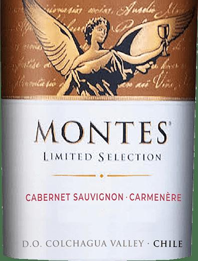DeLimited Selection Cabernet Sauvignon Carmenèrevan Montes is een prachtige rode wijn cuvée van de druivensoorten Cabernet Sauvignon (70%) en Carmenère (30%). In het glas vertoont deze wijn een helder robijnrood met paarse reflecties. Het bouquet van deze Chileense rode topwijn overtuigt met veel rijp bramen-, kersen- en vlierbessenfruit, aangevuld met tonen van tabak, koffie, vanille, specerijen en boterkaramel. In de mond presenteert deze prachtige cuvée rode wijn uit Chili zich voorzichtig met een zachte, discrete extractzoete volheid en een volle maar elegante body. De harmonisch ronde afdronk overtuigt met veel lengte. Vinificatie van de beperkte selectie Cabernet Sauvignon Carmenère De Cabernet- en Carmenère-druiven voor deze rode wijn uit Chili worden onder perfecte omstandigheden verbouwd in de Vale Apalta, een subregio van de Colchagua-vallei. Ze worden geoogst op het moment van perfecte rijpheid. Na de assemblage van de uiteindelijke Cabernet Sauvignon - Carménère cuvée rijpt ongeveer 47% van de wijn gedurende 10 maanden in barriques van Amerikaans eikenhout. De resterende 53% blijft in roestvrijstalen tanks. Na de rijping wordt deze wijn gefilterd en gebotteld. Na een korte rustperiode op de fles, verlaat deze wijn de kelder van Montes. Aanbevolen gerechten voor de Cabernet Sauvignon Carmenère Montes Limited Selection De Limited Selection Cabernet Carmenère van Montes is een uitstekende begeleider van veel vleesgerechten, met oosterse kruiden, Chileense kipstoofpotjes of kruidige rijststoofpotten. Prijzen voor deLimited Selection Montes Cabernet Carmenère Wine Spectator: 89 punten voor 2015 Robert M. Parker: 88 punten voor 2015