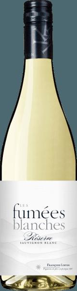 De Les Fumées Blanches Sauvignon Blanc Côtes de Gascogne van François Lurton schittert in een bleek, glanzend strogeel met groenige tinten. Het frisse en geurige bouquet onthult een harmonieus samenspel van sappige citrusfruitaroma's (grapefruit, sinaasappelschil) met delicate exotische hints en tonen van witte bloemen en gras. Het elegante en fruitige gehemelte is mooi in balans, duidelijk gestructureerd, fris en levendig. Sappige Sauvignon smaken van grapefruit, gekonfijte citroenen en buxus zijn te horen. Serveer hem als verfrissend aperitief of als elegante begeleider van oesters, geroosterde snoekbaarsfilet met dille, fijne lentegroenten, geitenkaas, gerechten uit de Aziatische keuken (met citroengras, Thaise basilicum) of gewoon als charmante zomerwijn op elk moment van de dag.