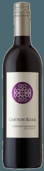 De Cabernet Sauvignon van Canyon Road schittert in het glas in een krachtig kersenrood en streelt de neus met de frisse aroma's van frambozen en bramen, die vergezeld gaan van delicate vanille. Deze Californische rode wijn is een streling voor het gehemelte met zijn ronde en evenwichtige body. Spijsadvies voor de Canyon Road Cabernet Sauvignon Geniet van deze droge rode wijn bij een barbecue of gerechten met stevige smaken.