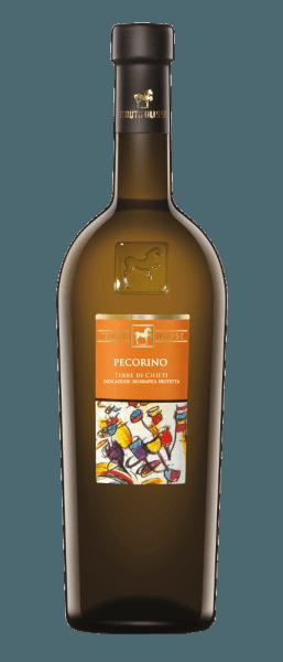 De Pecorino van Tenuta Ulisse schittert met een heldergele en groenige glans in het glas. Deze Italiaanse witte wijn streelt de neus met een fruitig bouquet. Heerlijke en zoete aroma's van gekonfijte citrusvruchten, witte perzik, ananas en papaja ontvouwen zich. Deze verfrissende noten worden afgerond met een subtiele ziltige nuance. Deze verfrissende Pecorino uit Italië is in de mond aanwezig met een verkrappende zuurgraad en ontvouwt een geweldige structuur met veel extract. De lange afdronk van deze wijn is smeltend met balsamico hints. Vinificatie van de Pecorino Terre di Chieti door Ulisse De ULISSE-lijn bestaat uit cépagewijnen die op indrukwekkende wijze de fantastische aroma's en smaken demonstreren die ontstaan wanneer autochtone druivenrassen groeien op de bodem die er ideaal voor is. De oorsprong van de Pecorino-druiven is onzeker, maar ze worden al eeuwenlang geteeld in de centrale regio's van Italië, zoals Abruzzo. De selectieve handmatige oogst vindt plaats in containers van 10 kilo, gekoeld met droog ijs komen de druiven onbeschadigd aan in de wijnmakerij. Daar worden ze opnieuw geselecteerd om een absoluut gezonde oogst te garanderen. De druiven worden met stikstof binnen 3 minuten tot -5°C gekoeld. Dit breekt de celstructuur af en bevordert de extractie, wat het intense, fascinerende fris-fruitige aroma van deze wijn verklaart. De gisting vindt plaats in roestvrijstalen tanks met temperatuurregeling en de rijping vindt vervolgens plaats in dezelfde tanks gedurende een periode van 3 maanden. Spijsaanbeveling voor de Pecorino van Ulisse Geniet van deze droge witte wijn bij gegrilde of rauwe vis, schelpdieren, risotto of kaas. Prijzen voor de Pecorino van Tenuta Ulisse Luca Maroni: 95 punten voor 2018 Luca Maroni: 96 punten voor 2016 International Wine Challenge: Goud voor 2016 International Wine Challenge: Beste Pecorino in Show voor 2016 AWC Wenen: Zilver voor 2016 Gambero Rosso: 2 glazen (jaargangen 2015, 2014, 2013, 2012, 2010)