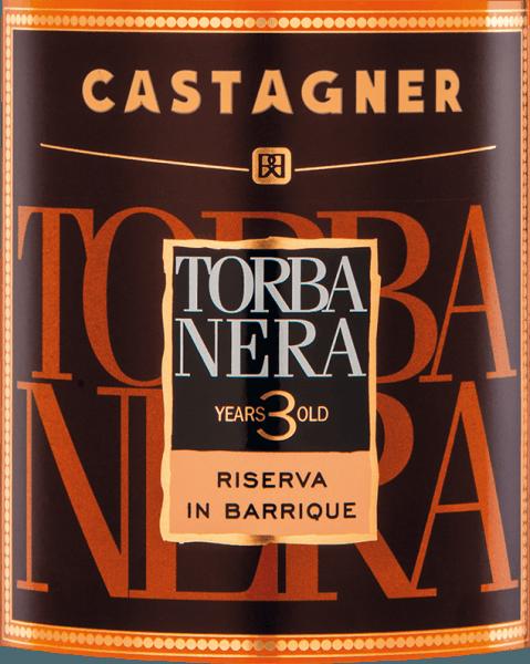 De krachtige kleur van deTorba Nera Grappa 3 Anni van Castagner (torbata = gerookt) doet denken aan een glanzende amberkleur. Een fascinerende geur met fijne en complexe natuurlijke aroma's van rokerig hout, leer, tabak, pure chocolade en koffie verspreidt zich in de neus. De rijpe tonen van het hout worden harmonieus aangevuld met intense, complexe wijnachtige tonen in de mond. Vóór de distillatie worden de marcs gerookt, waardoor ze een karakteristiek, uniek aroma krijgen. Wij raden deze grappa uit de streek van Treviso aan bij donkere chocolade of een aromatische sigaar.
