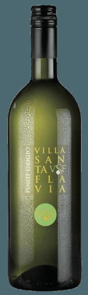 De Pinot Grigio van Villa Santa Flavia onthult zich in het glas in een helder strogeel en ontvouwt de heerlijke aroma's van knapperige appels, tijm en rozemarijn. Deze ongecompliceerde en frisse witte wijn met zijn minerale hints en fruitige tonen is de perfecte wijn om te genieten van zwoele uurtjes op het terras. Vinificatie van de Villa Santa Flavia Pinot Grigio Deze single-varietal Pinot Grigio is gevinifieerd van druiven geteeld in Veneto. Na de oogst en de zachte gisting rijpt deze witte wijn in roestvrijstalen tanks. Serveertips voor de Villa Santa Flavia Pinot Grigio Geniet van deze zomerse en droge witte wijn jong en fris als aperitief of bij lichte maaltijden.