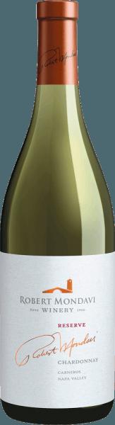 DeChardonnay Reserve van Robert Mondavi uit het zonnige, Amerikaanse wijnbouwgebied Napa Valley is een voortreffelijke, zuivere witte wijn. In het glas schittert deze wijn in een rijk strogeel met gouden accenten. Het aromatisch intense bouquet wordt gedomineerd door fruitige aroma's van sappige peer, knapperige appels en verse, in de zomer gerijpte citrusvruchten - ondersteund door fijne hints van marsepein. Het gehemelte geniet van de rijke, romige textuur en de volumineuze body van deze witte wijn. De frisse citrustonen van het gehemelte vermengen zich met de elegante zuurgraad om een evenwichtige, volle smaak te creëren. De afdronk is heerlijk aanhoudend en overtuigt met een zeer goede lengte. Vinificatie van de Mondavi Napa Valley Chardonnay Reserve De druiven voor deze witte wijn worden in september met de hand geplukt in de Los Carneros wijngaard. Eenmaal in de wijnmakerij, worden de druiven streng geselecteerd en geperst met hele trossen. De gisting in houten vaten vindt plaats bij koele temperaturen. Tijdens de malolactische gisting wordt de droesem twee keer per week omgeroerd. Ten slotte rijpt deze wijn in totaal 12 weken in Franse eiken vaten (77% nieuw hout). Lekker eten suggesties voor de Napa Valley Robert Mondavi Reserve Chardonnay Geniet van deze droge witte wijn uit de VS bij allerlei sushivariaties en sashimi, vers gegrilde vis in romige citroensaus, zelfgemaakte pasta met zeevruchten of ook bij romige geitenkaas. Onderscheidingen voor de Robert Mondavi Reserve Chardonnay Wine Spectator: 93 punten voor 2015
