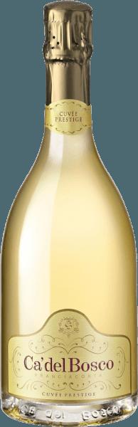 De Cuvée Prestige Extra Brut Franciacorta DOCG van Ca' del Bosco toont zich goudgeel in het glas met fijne opgaande parels en verwent met fruitig-materiële aroma's (perzik) en een bloemige neus. In de mond is hij complex en evenwichtig met een finesse-rijke, lange afdronk. De rijping van 28 maanden geeft het de onmiskenbare siganture van zijn wijnmaker Maurizio Zanella, waardoor het de persoonlijkheid krijgt van een voortreffelijke mousserende wijn. Deze Spumante is een archetype van zijn DOCG - extreem fris, zijdezacht en elegant in de mond met een mooie body en een fijne perlage. Deze Cuvée Prestige van Chardonnay, Pinot Nero en Pinot Bianco druiven presenteert Franciacorta in zijn oorspronkelijke vorm. Spijsadvies voor de Cuvée Prestige Extra Brut Franciacorta Wij bevelen de Cuvée Prestige Extra Brut FranciacortaDOCG van Ca' del Boscoaan als edele begeleider van een heel menu of als aperitief.