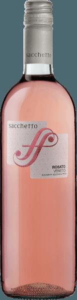 De frisse rosé uit het noorden van Italië De Rosato Veneto IGT van Sacchetto glinstert in het glas in een lichte rosé, die overgaat in een kersenrood. Het bouquet van deze Rosato is aangenaam wijnachtig en fruitig tegelijk. In de mond overtuigt de Sacchetto Rosato met zijn sprankelende en harmonieuze indruk en de delicate nuances van kersen. Vinificatie van de Sacchetto Rosato Deze rosé wijn uit Veneto is gevinifieerd van de druivensoorten Merlot en Pinot Noir. Na een korte rusttijd op het beslag wordt het vergist met toevoeging van geselecteerde gisten. De fermentatie en de rijping vinden plaats in roestvrijstalen tanks. Spijs aanbeveling voor de Sacchetto Rosato Geniet van deze droge Rosato bij Antiasti, soepen, wit vlees of groentetaarten.