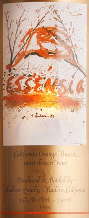 Quady Winery'sEssensia is een heerlijke witte dessertwijn uit Amerika met een schitterende gouden kleur in het glas. Expressieve aroma's van rijpe abrikozen en sappige sinaasappels ontvouwen zich in de neus en op het gehemelte - met daaronder nuances van oranjebloesem. Het exotische karakter is onvergetelijk fris en fruitig. Spijsaanbeveling voor de Zoete Witte Wijn Essensia Quady Deze zoete witte wijn uit Californië is de perfecte begeleider van alle desserts. Deze zoete wijn harmonieert het best met chocolade of ook metCrème brûlée. Onderscheidingen voor de Quady Winery Essensia Decanter: 91 punten voor 2015 Wijn Enthusiast: 90 punten voor 2015 International Wine Challange: brons voor 2015 Internationale Wijn- en Gedistilleerdwedstrijd: Goud voor 2015
