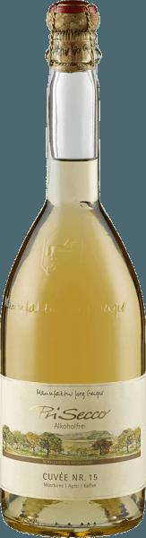 De PriSecco Cuvée Nr.15 van de manufactuur Jörg Geiger toont zich in het glas met een helder goudgeel en ontvouwt zijn veelgelaagde bouquet. Deze overtuigt door het harmonieuze samenspel van geroosterde koffiebonen met de aroma's van rijpe peren en sappige appels. Deze alcoholvrije fruitcocktail onthult een levendig fruit met een evenwichtige zuurgraad in de mond. Het combineert de nuances van appel met de wrange tonen van koffie en noten met een vleugje karamel. De lange afdronk wordt gekenmerkt door koffie. Productie van de PriSecco Cuvée No.15 door de Jörg Geiger Fabriek De vruchten van de PriSecco komen van de landschappelijke weiden aan de voet van de Zwabische Alb, het sap van handgeplukte appels vormt de basis voor deze alcoholvrije cocktail. Verdere ingrediënten zijn perensap, koffie, specerijen, walnootdoppen en toegevoegd koolzuur. Spijsadvies voor de PriSecco Cuvée Nr.15 van de manufactuur Jörg Geiger Geniet van deze fruit secco bij gerechten met koffie en hazelnoten, bijvoorbeeld bij kalfsfilet in een koffiejasje of bij een klassieke tiramisu.