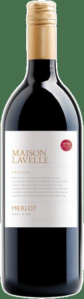 De Merlot IGP van Maison Lavelle toont zich in het glas in een prachtig paars en onthult zijn kruidige bouquet met de rijke aroma's van donker bessenfruit. Deze single-varietal Merlot uit de Pays d'Oc bekoort met zijn expressieve body, zijn volheid van fruit en eindigt in een zachte afdronk. Spijsadvies voor de Merlot IGP van Maison Lavelle Geniet van deze droge rode wijn bij pizza, gekookt rundvlees met kruidensaus en kippenpoten.