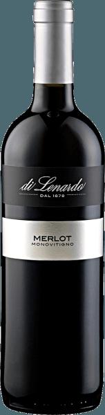De Merlot IGT van Di Lenardo toont zich in het glas in een intens robijnrood met violette reflecties. Het boeket is complex met aroma's van gepureerde wilde bessen, zoals frambozen en aardbeien, in combinatie met kruidige noten van kruiden en sparrennaalden. Deze rode wijn uit Friuli onthult in de mond opnieuw de kruidige tonen die reeds in een jong stadium werden waargenomen. Met de jaren ontwikkelt deze ronde Merlot een nog rijker bouquet. Vinificatie voor de Merlot IGT van Di Lenardo De druiven voor deze Merlot werden met de hand geplukt, ontsteeld en koud gemacereerd gedurende ongeveer 10 dagen. Na de persing onderging de wijn een malolactische gisting in roestvrijstalen tanks. Spijsadvies voor de Merlot IGT van Di Lenardo Geniet van deze droge rode wijn bij Indiase gerechten, malse gerechten van varkens- en rundvlees, gekookt vlees of milde kaas. Onderscheidingen voor de Merlot IGT van Di Lenardo Luca Maroni: 93 punten (jaargang 2016) Gambero Rosso: 2 glazen (jaargang 2015) Luca Maroni: 91 punten (jaargang 2015)