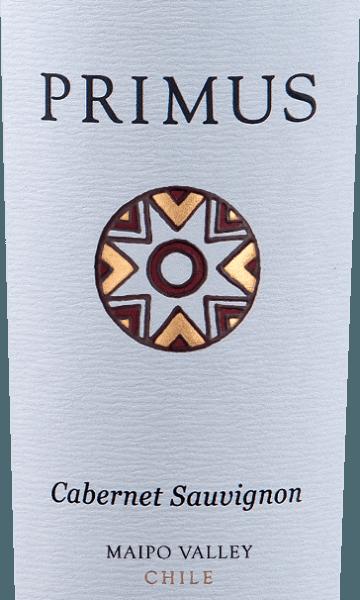 Primus Cabernet Sauvignon van Veramonteis een zuivere rode wijn uit Chili, gevinifieerd van de druivensoort Cabernet Sauvignon (100%). In het glas toont deze rode wijn een prachtig robijnrood met paarse reflecties. Het bouquet onthult levendige aroma's van bessen - te beginnen met rode bes, bosbes en braambes. Dit wordt vergezeld door tonen van gedroogde zwarte kersen en een subtiele hint van vanille. het gehemelte onthult een gladde en zijdeachtige textuur. De afdronk is heerlijk lang en wordt begeleid door fijne tannines. Vinificatie van de PrimusCabernet Sauvignon De druiven voor deze rode wijn komen uit de regio vanMaipo Valley en Central Valley en worden zorgvuldig met de hand geoogst. Na de maceratie rijpt deze Chileense rode wijn 12 maanden in Franse eiken vaten. Aanbevolen voedsel voor de Veramonte Primus Cabernet Sauvignon Geniet van de droge rode wijn uit Chili bij rosbief met savooiekool, lamsschenkel in olijvenjasje met bonen of ook bij harde kazen, zoals Pecorino. Prijzen voor de Primus Veramonte Cabernet Sauvignon James Suckling: 92 punten voor 2014