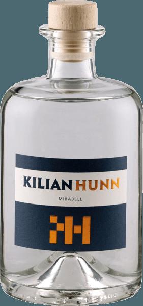 De Mirabell vruchtenbrandewijn van Kilian Hunn presenteert zich in het glas met de weelderige aroma's van rijpe mirabellen, die vergezeld gaan van bloemige hints. In de mond worden de tonen van de neus weerspiegeld, in de afdronk is een zacht fruit met een florale toets te herkennen. Een fles Hunn Mirabell bevat tot 3 kilogram goudgele mirabellen. De zachte en langzame koele gisting en de daaropvolgende rustperiode na de gisting geven deze edele brandewijn zijn bijzondere smaakstructuur. Serveeradvies voor de Kilian Hunn Mirabell vruchtenbrandewijn Geniet van deze mirabelle pruimenbrandewijn als digestief of bij desserts op basis van mirabelle pruimen.