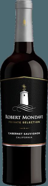 DePrivate Selection Cabernet Sauvignon van Robert Mondavi uit het Amerikaanse wijnbouwgebied Californië is een prachtige, geconcentreerde rode wijncuvée van Cabernet Sauvignon (90%) en andere complementaire rode druivensoorten (10%). Een diep robijnrood met violette accenten glinstert in het glas van deze wijn. Aromatische tonen van zoete gerijpte bessen - braam en zwarte bes - en sappige zwarte kersen bederven de neus. Deze worden aangevuld met delicate nuances van toast, eikenhout, fijne vanille en geroosterde hazelnoten. Zeer zacht en vol van smaak, deze Amerikaanse rode wijn weet het gehemelte te overtuigen. De zachte tannines zijn zeer goed gestructureerd en combineren met de aroma's van de neus en de licht rokerige geroosterde aroma's tot een prachtig totaalbeeld. De frisse zuren geven deze wijn zijn levendige karakter. De afdronk heeft een goede lengte. Vinificatie van de Mondavi Cabernet Sauvignon Private Selection Bij optimale rijpheid worden de druiven in Californië geoogst en onmiddellijk naar de wijnkelder van Robert Mondavi gebracht. Daar worden de druiven eerst gesorteerd, ontsteeld en voorzichtig gekneusd. Het beslag wordt vervolgens gefermenteerd in roestvrijstalen tanks bij een gecontroleerde temperatuur van 29 graden Celsius. Na de gisting blijft de wijn 12 dagen op de schillen. Deze wijn ondergaat een volledige malolactische gisting. Deze rode wijn rijpt zowel in roestvrijstalen tanks als in houten vaten. 50% van deze wijn rust 14 maanden in Franse eiken vaten. Spijs aanbeveling voor de Private Selection Robert Mondavi Cabernet Sauvignon Deze droge rode wijn uit de VS is een uitstekende begeleider van lamskoteletjes met knapperige groenten, rosbief in donkere saus, pittige ravioli of ook van gerijpte harde kaas.