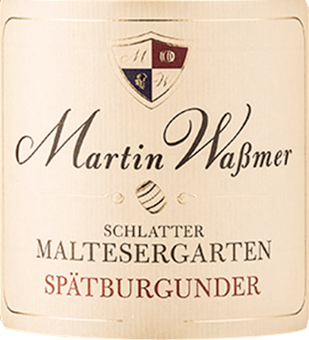 The Schlatter Maltesergarten Spätburgunder quality dry wine from Martin Wassmer is shaded by its light ripeness to a bright red Spätburgunder with a fine bronze tone. From the glass rise pepper, church and a pleasant smell of warm chestnuts and increase the tension before the first sip. The opening is creamy with an elegant wood aroma and spicy notes of cloves and fleshy sour cherries. A Burgundy that needs its glass to really show all its facets. A super fruity aftertaste rewards everyone who enjoys it.