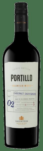 De Cabernet Sauvignon van Portillo fonkelt in het glas in een helder robijnrood en streelt de neus met de heerlijke aroma's van bramen en rood fruit met een vleugje peper. Deze noten worden afgerond met fijne nuances van chocolade en eucalyptus. Deze Argentijnse rode wijn overtuigt in de mond met zijn sappigheid en evenwicht en de ronde indruk door perfect geïntegreerde tannines. Spijs aanbeveling voor de Cabernet Sauvignon van Portillo Geniet van deze droge rode wijn bij een rib-eye steak met ovengroenten of bij gegratineerde stoofschotels.