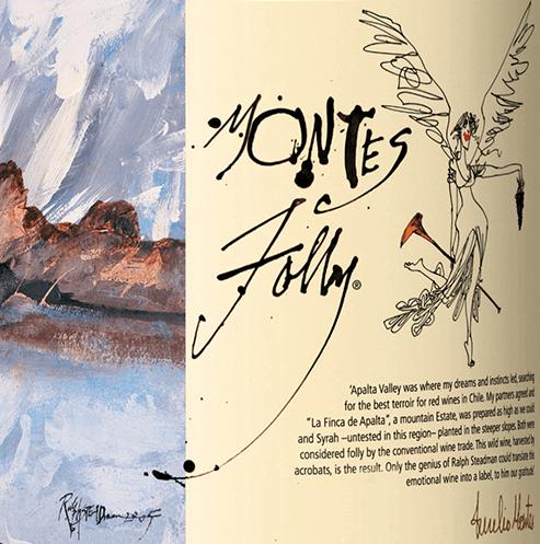 De Montes Folly is een Syrah-variëteit en dankt zijn naam aan de hoogste en steilste hellingen van de Valle de Colchagua. Want met een helling van meer dan 45 graden is het gewoon gek (= dwaasheid) om daar wijnstokken te planten. Het vertrouwen in Aurelio Montes was echter groter en dus voerden de werknemers dit bizarre en toch grandioze idee uit. Het resultaat is deze Chileense rode wijn met een rijke, inktdonkere, robijnrode tot bijna zwarte kleur. Het bouquet ademt intense aroma's van rijpe bosbessen met hints van lavendel. Onder de aroma's van de neus liggen tonen van toast, witte peper en wat leer. In de mond komt een sensueel, sappig en verleidelijk karakter naar voren. Er ontstaan meerlagige tonen van sappige pruimen, rijpe frambozen en cassislikeur. De perfect gestructureerde tannines zijn harmonieus geïntegreerd in de stevige en gespierde body. De afdronk overtuigt met een geweldige lengte en een onvergetelijk evenwicht. Vinificatie van de Montes Folly De Syrah-druiven worden selectief met de hand geoogst tijdens de koele nachtelijke uren. In de kelder vindt een verdere selectie van de druiven plaats, zodat alleen de beste en gezondste druiven worden vergist. Eerst worden de druiven licht gekneusd, daarna worden ze geweekt. Tijdens dit proces wordt de droesem afgetapt (ongeveer 20%) en teruggepompt over het beslag - hierdoor kan de maximale hoeveelheid kleurstoffen, aroma's en tannine aan de schillen van de druiven worden onttrokken. Bij het begin van de gisting is de temperatuur tot 30°C en daalt dan tot 25°C. Alleen natuurlijke gisten uit de wijngaarden worden gebruikt voor de gisting. De rijping van deze droge rode wijn vindt plaats gedurende 18 maanden in nieuwe Franse eiken vaten. Tenslotte wordt deze rode wijn ongefilterd gebotteld. Aanbevolen voedsel voor de Folly of Montes Deze droge rode wijn uit Chili past zeer goed bij T-bone steak, wildgerechten (hertenbiefstuk, stoofpot van wild zwijn, wild gevogelte) met paddestoelen, kruidige stoofschotels en
