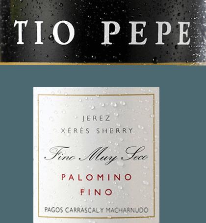 """De varietalTio Pepe Palomino Fino van Gonzalez Byass is een zeer elegante, fijne minerale sherry uit het Spaanse wijnbouwgebied DO Jerez. Toen Manuel Martia Gonzáles in 1835 zijn eerste bodega overnam, stond zijn oom José hem terzijde als een ervaren sherrykenner. Oom José - Tio Pepe - gaf Manuel veel advies voor de productie van elegante Finos. Ter ere van hem werd de nu wereldberoemde sherry """"Tio Pepe"""" gedoopt. In het glas glinstert deze wijn in een lichtgouden tint met strogele accenten. Het fijne bouquet onthult heerlijke aroma's van sappige appels, verse amandelen en ingemaakte olijven. Daarnaast zijn er nuances van versgebakken brood en gedroogde kruiden, vooral lavas. In de mond overtuigt deze sherry met een levendige, zeer frisse body, die wordt geïntegreerd door een pittige zuurgraad. Opnieuw treden aroma's van amandelen, olijven en een beetje appel op de voorgrond - onderstreept door een vleugje zeezout. De textuur is heerlijk licht en vol, die vervolgens glijdt in een lange, elegante afdronk. Vinificatie van deTio Pepe Gonzalez Byass Palomino Fino Na de zorgvuldige oogst van de Palomino Fino druiven, worden de druiven volledig ontsteeld en voorzichtig gekneusd in de wijnmakerij van Gonzalez Byass. Deze sherry, die bij lage temperaturen wordt vergist, wordt vervolgens tot 15 à 15,5 volumeprocent versterkt en in eiken vaten (600 à 650 liter) overgebracht. Tenslotte rijpt dezevarietal Palomino Fino gedurende 5 jaar volgens de klassieke methode van het wijnhuis in het beproefde solera-systeem. Aanbevolen voedsel voor de Palomino Fino Tio Pepe Byass Geniet van deze droge sherry bij allerlei hapjes - zoals gezouten amandelen, olijfvariaties of noten - of bij gerechten uit de Aziatische keuken. Goed gekoeld kan deze sherry ook als aperitief worden geserveerd. Prijs voor deGonzalez ByassPalomino Fino Tio Pepe Guia Penin : 94 punten (Editie 2019)"""