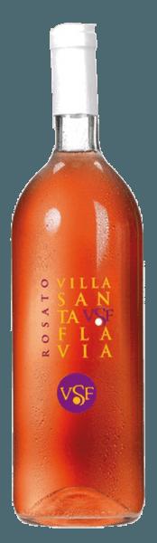 De Rosato Villa Santa Flavia van Sacchetto presenteert zich in een levendige rosé, die licht overgaat in kersenrood. De neus onthult een wijnachtig en fruitig bouquet. In de mond is hij aangenaam en harmonieus. Deze Cuveé is uitstekend als aperitief, heerlijk bij voorgerechten en allerlei soepen, maar ook bij stoofschotels met vlees en groenten. Een unieke en fruitige smaakervaring!