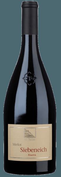 De Siebeneich Merlot Riserva Alto Adige DOC van Cantina Terlan schittert in het glas in een rijk robijnrood en betovert met zijn prachtige, gelaagde bouquet, waarin de geur van gedroogde pruimen en veenbessen, maar ook kruidige aroma's van munt, eucalyptus en een vleugje peper opvallen. In de mond ontvouwt deze rode wijn van één enkel druivenras zich met een stabiele tanninestructuur en fruitgedreven aroma's, complex, evenwichtig en diep. De afdronk is lang en aanhoudend. Vinificatie van de Siebeneich Merlot Riserva Alto Adige DOC door Cantine Terlan Voor deze volle, fijne rode wijn van Cantine Terlan worden 100% Merlot-druiven gevinifieerd, die groeien in zuidelijke ligging op kleiachtige bodems. De druiven worden manueel geoogst en geselecteerd. De druiven worden ontsteeld en vervolgens langzaam gefermenteerd bij een gecontroleerde temperatuur met zachte roering van de most in roestvrijstalen tanks. De malolactische gisting en de daaropvolgende rijping gedurende 12 maanden vinden voor 50% plaats in grote eiken vaten en voor 50% in barriques. Voor de rijping in barriques wordt een derde van de nieuwe vaten gebruikt. Drie maanden voor de botteling wordt de cuvée gevormd uit de twee wijnen. Spijsadvies voor Siebeneich Merlot Riserva Alto Adige DOC Deze Zuid-Tiroolse Merlot past uitstekend bij gestoofde schouderham met wilde groenten, runderfilet met rucola, konijnenstoofpot of lamsschenkel met polenta en spinazie, of als interessante begeleider van aubergine parmigiana Prijzen voor de Siebeneich Merlot Riserva Alto Adige DOC van Cantine Terlan Robert Parker: 90 punten voor 2011 I Vini di Veronelli: 2 sterren voor 2010 Duemilavini: 4 druiven voor 2008